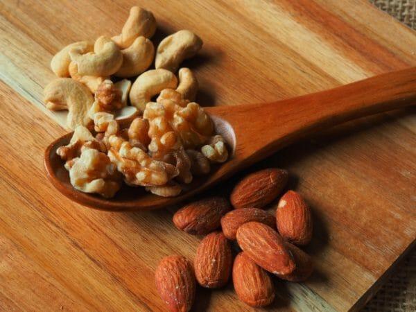血糖値を上げない食生活におすすめの糖質が低いナッツ類のイメージ
