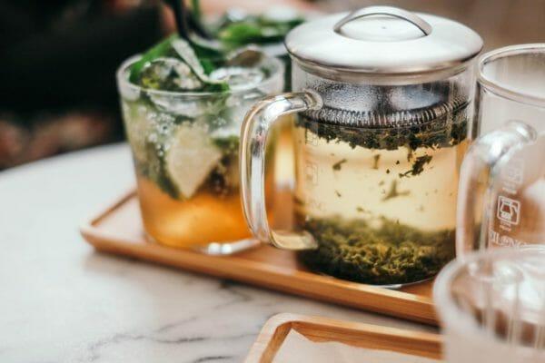 お茶にたくさ含まれているタンニンのイメージ