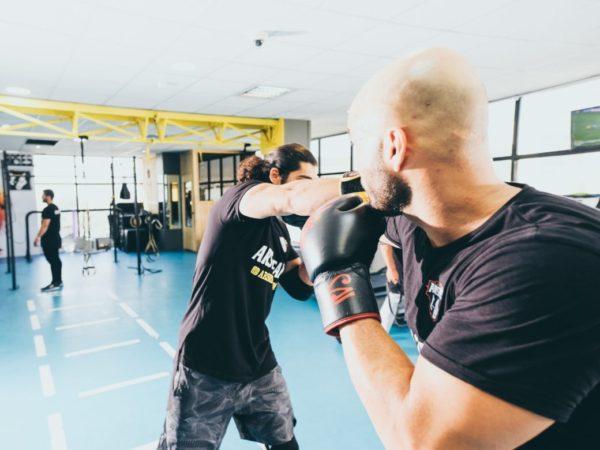 ボクシング中アドレナリンが分泌しているボクサーの画像