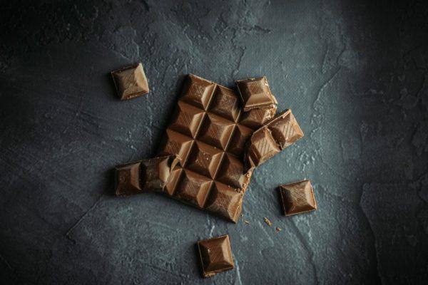 集中力を上げたい時に食べるチョコレートのイメージ